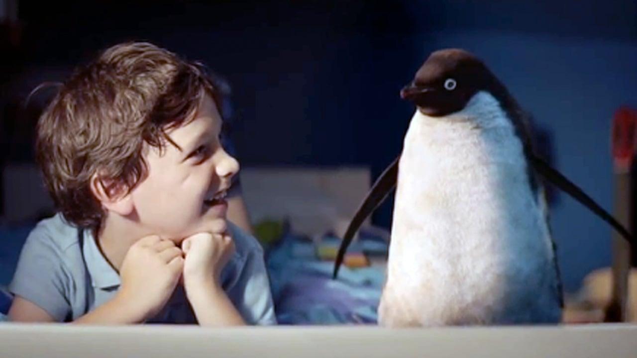 garçon et un pingouin