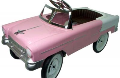 Une jolie petite voiture à pédale pour votre enfant